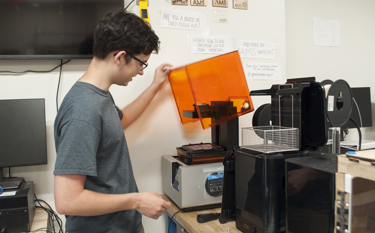 Aero Maker Space Mentor, Alex Bustos using a 3D Printer